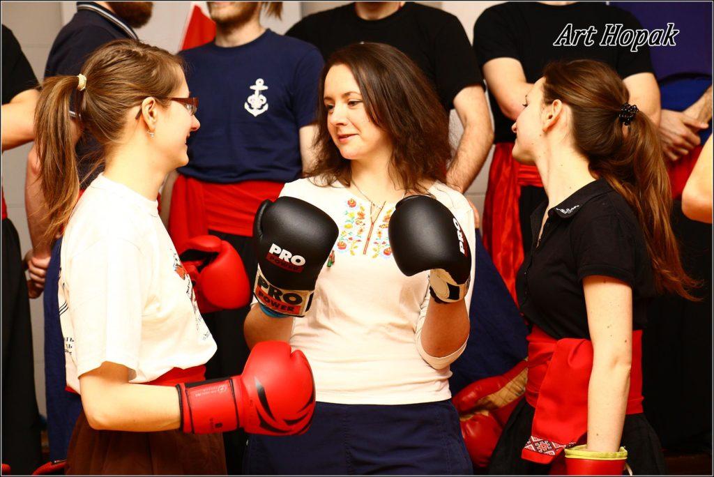 Дівчата на тренуванні Гопака, Варшава